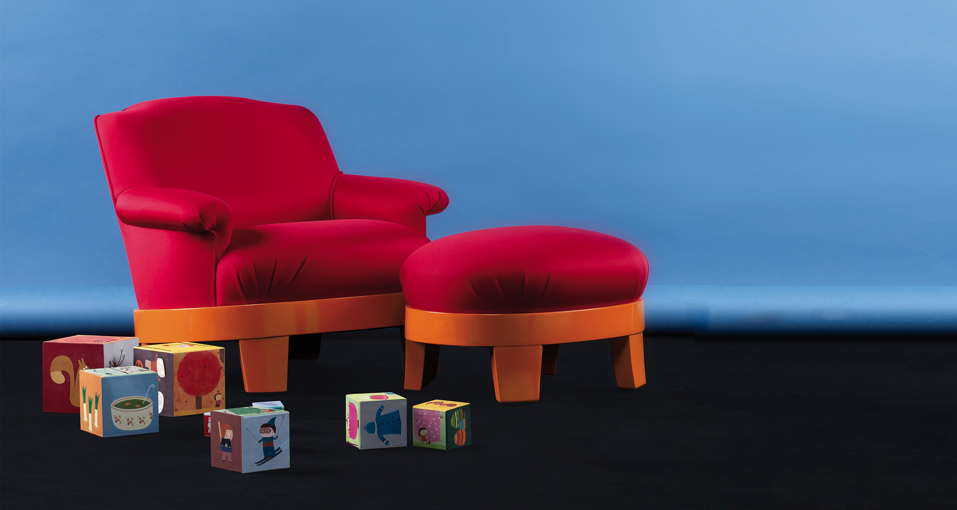 Miniature Gacy Kids armchair and pouf, that belongs to the Kids Collection which is a reinterpretation of some of the iconic pieces of Promemoria | Promemoria