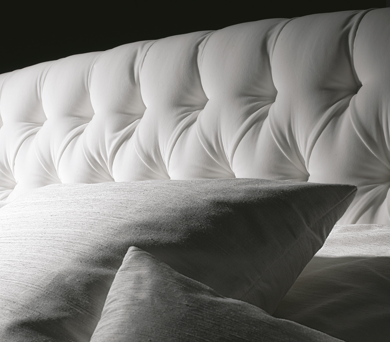 Detail of the Frou Frou bed headboard with a bon ton style from the Promemoria's catalogue | Promemoria