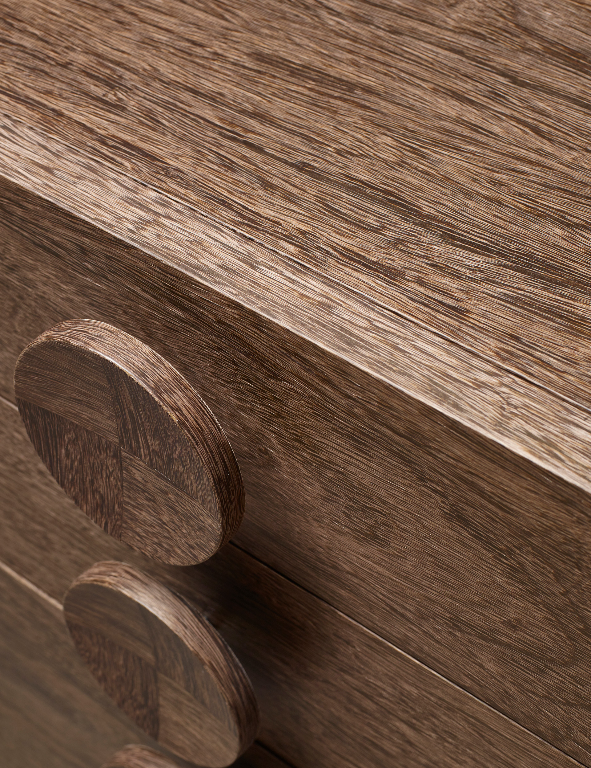 Handles' detail of Dagoberto, a wooden bedside table with wheels and drawers from the Promemoria's catalogue | Promemoria