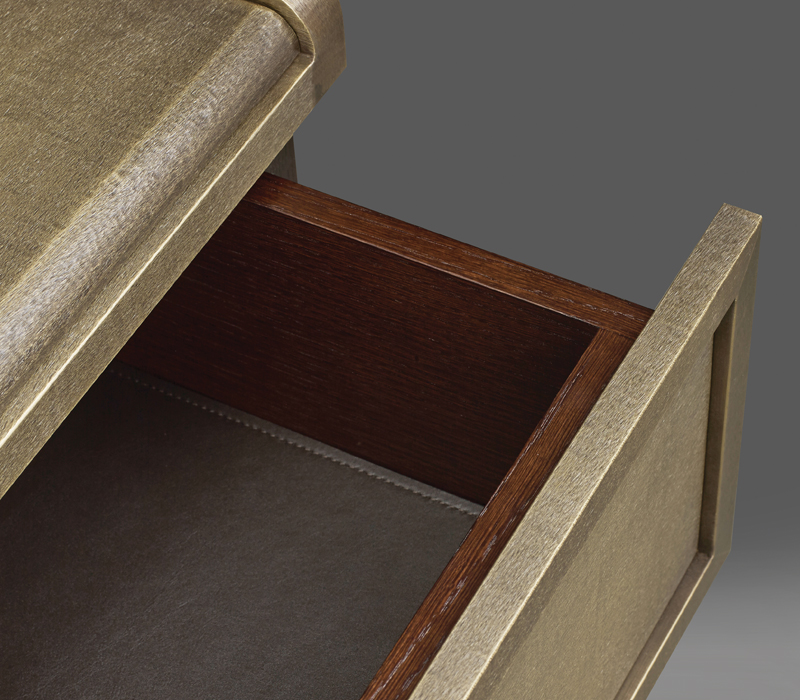 Drawers' detail of Orione, a wooden bedside table with drawers from the Promemoria's catalogue | Promemoria
