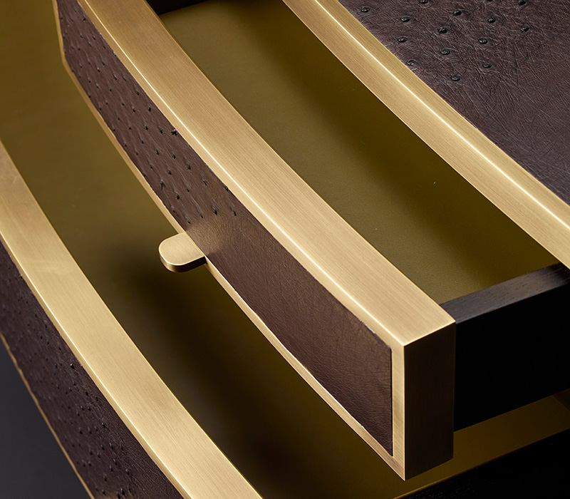 Drawers' detail of Cassettiera '700, a wooden chest of drawers covered in leather or galuchat with bronze knobs, from Promemoria's catalogue | Promemoria