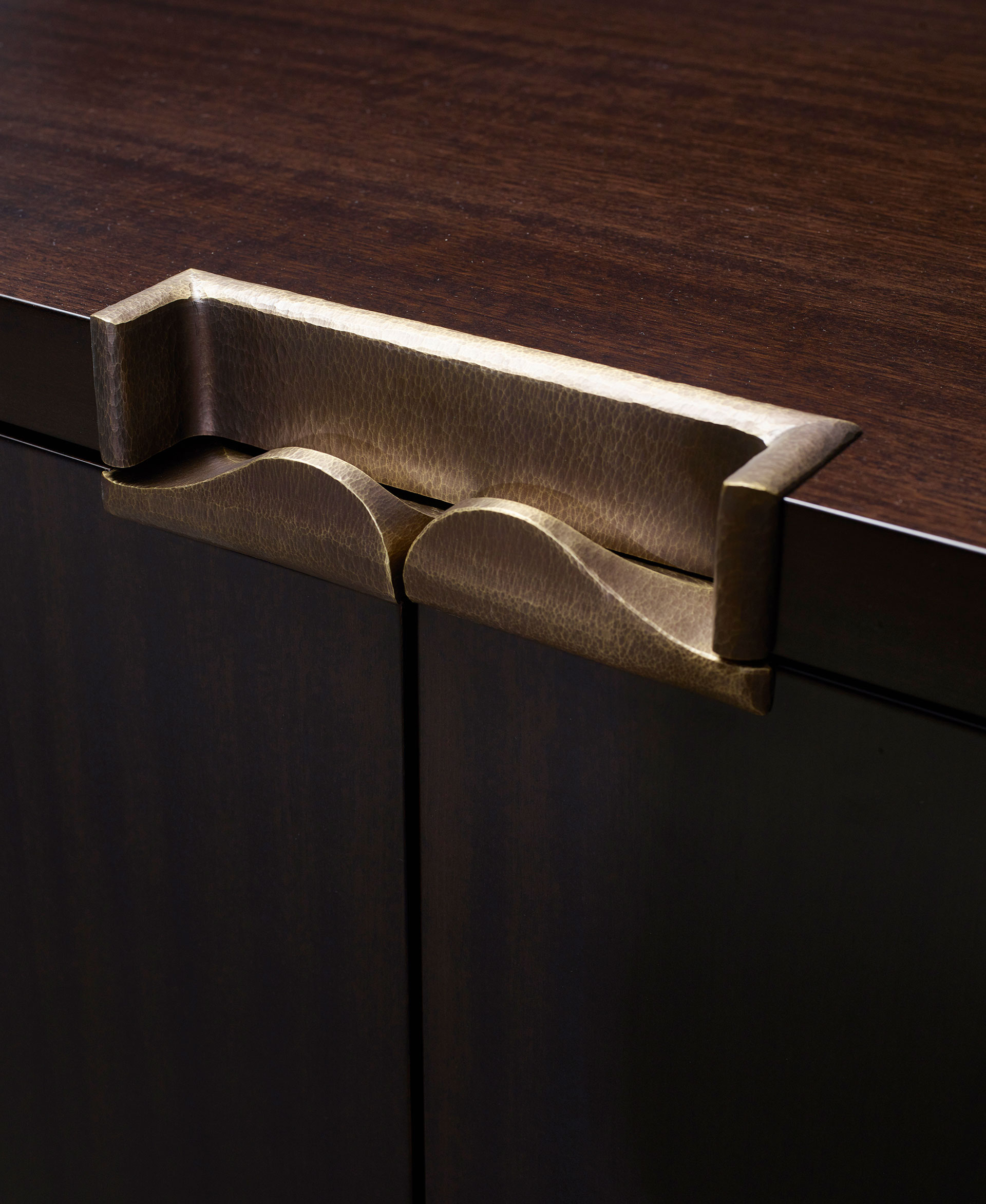 Bronze handle detail of Margot, a wooden cabinet with bronze base, handle and hinges from Promemoria's catalogue | Promemoria