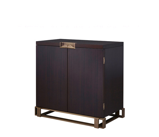 Margot is a wooden cabinet with bronze base, handle and hinges from Promemoria's catalogue | Promemoria