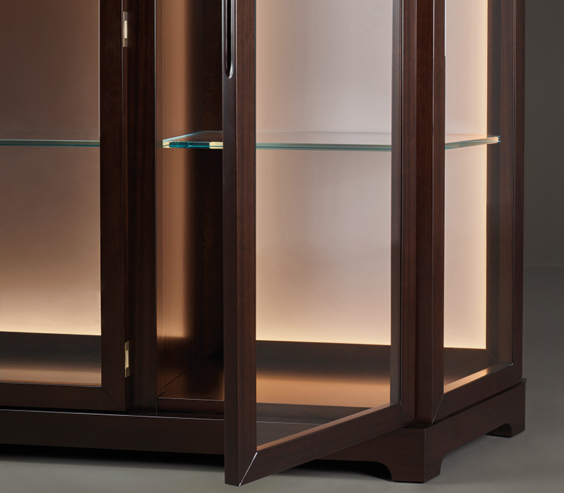Detail of Nefertiti, a wooden cabinet with glass and bronze details from Promemoria's Night Tales collection | Promemoria
