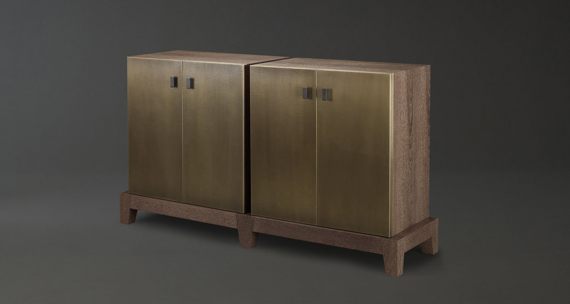 Amarcord is a wooden modular cabinet with doors or drawers and buit-in or bronze handles from the Promemoria's catalogue | Promemoria