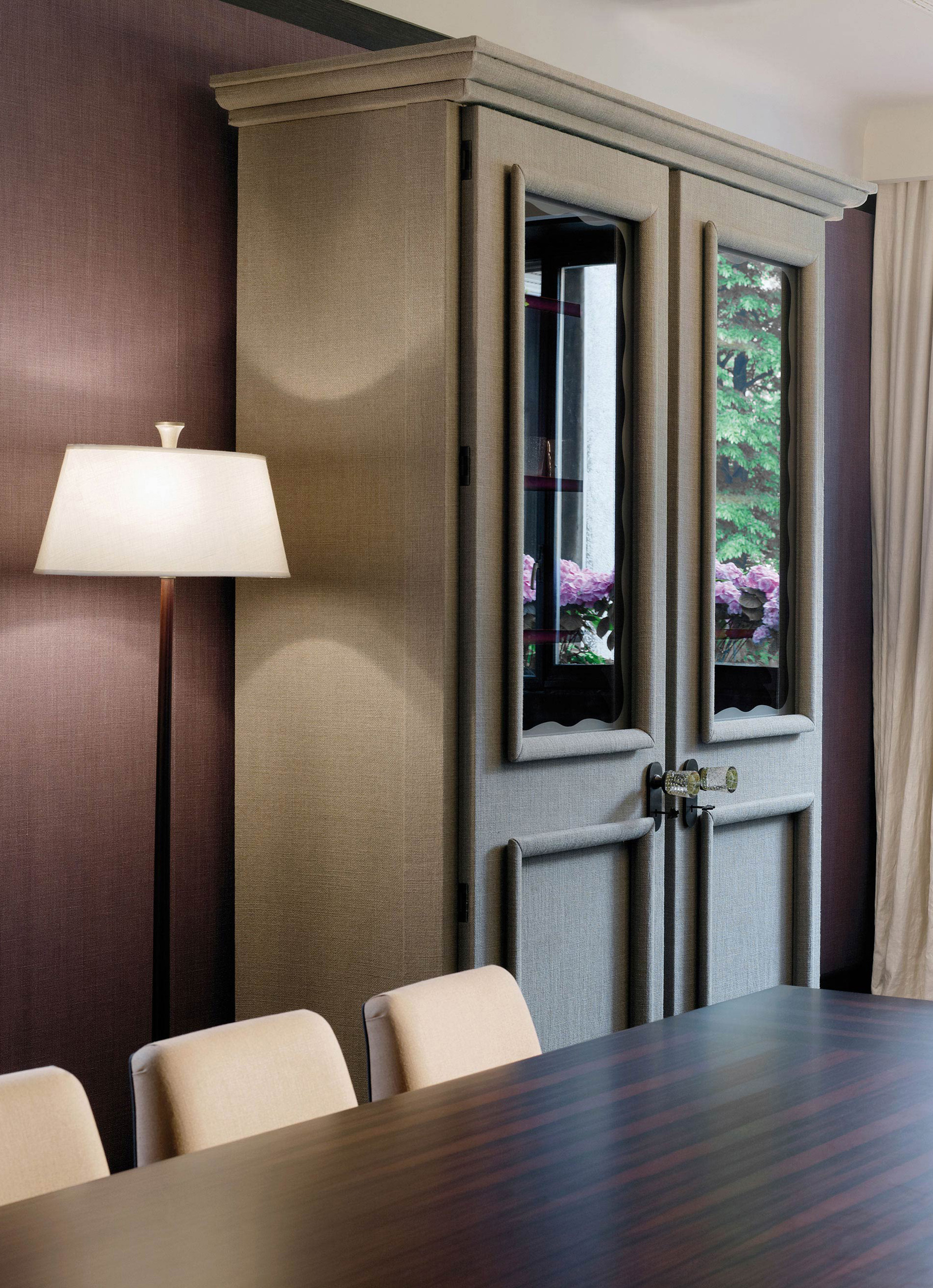 George is a wooden modular wardrobe with two, three or four doors covered in velvet or linen and details in bronze, from the Promemoria's catalogue | Promemoria