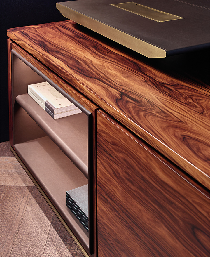 Detail of Au Bout de la Nuit, a wooden writing desk with base and details in bronze from the Promemoria's catalogue, that has been designed by Davide Sozzi in 2016 | Promemoria
