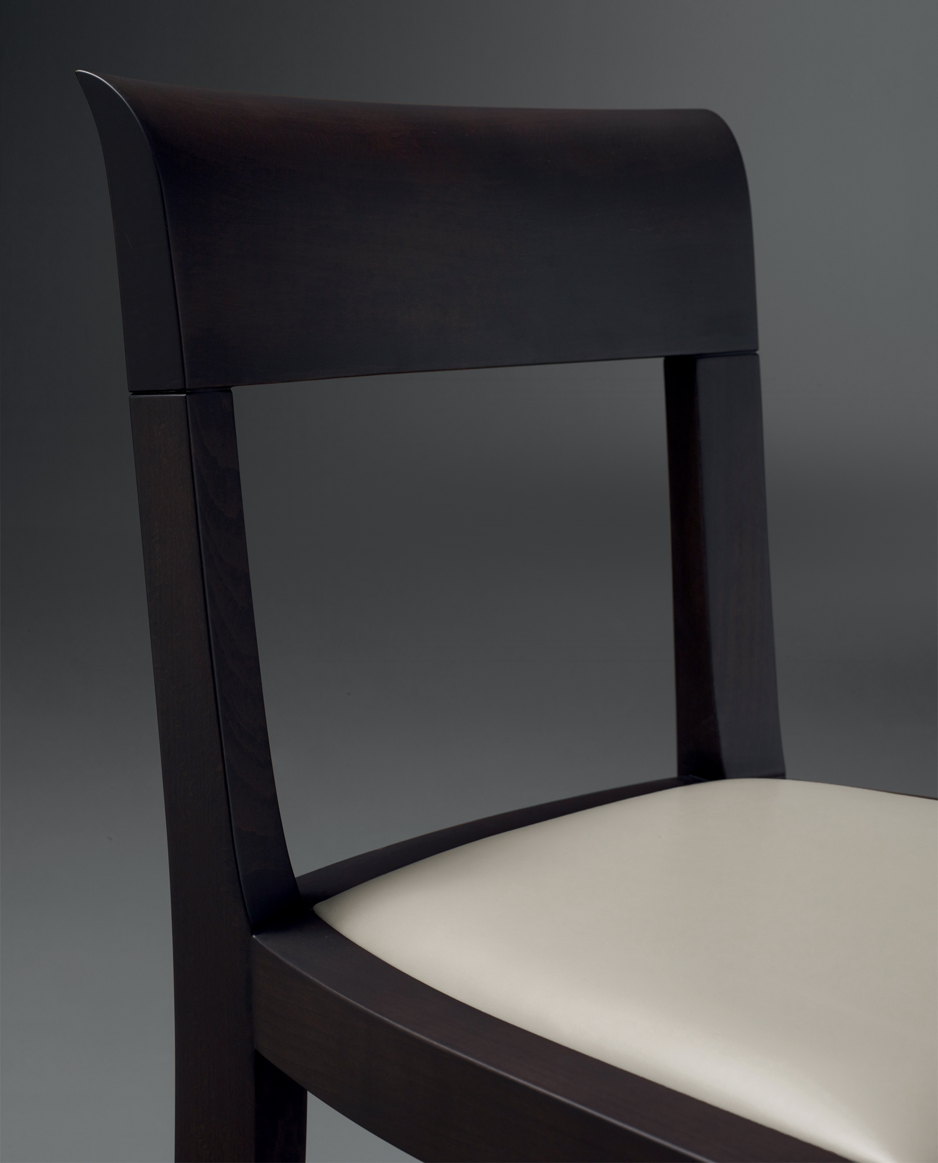 Eloise is a wooden dining chair with leather seat, available with or without armrests and high or low-backed, from Promemoria's catalogue | Promemoria