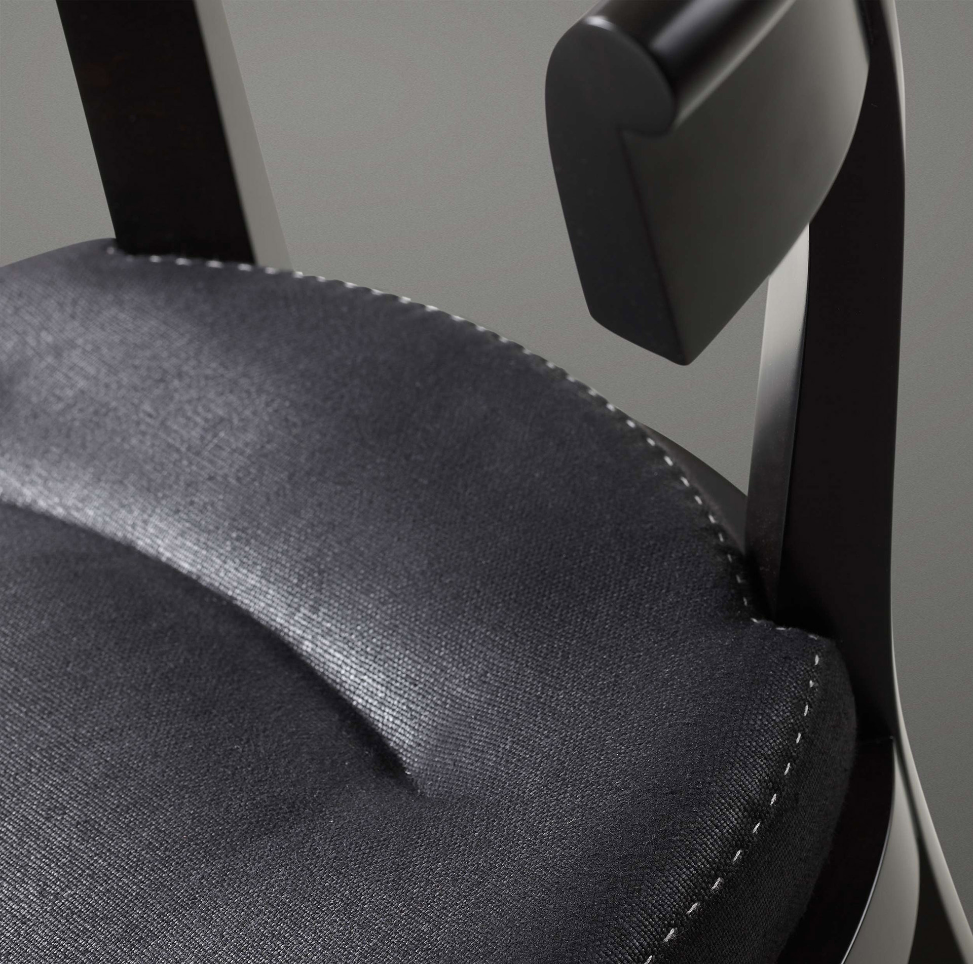 Seat detail of Irene, a wooden dining chair with a semi-circle backrest, from Promemoria's catalogue | Promemoria