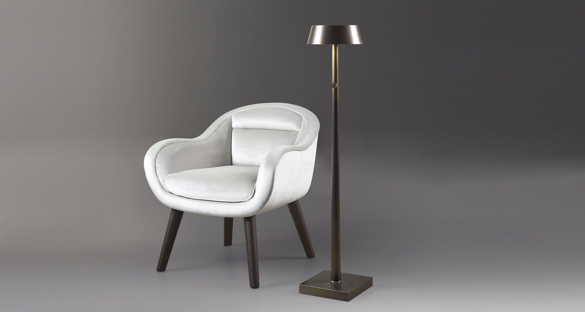 Fiammetta is a floor and table LED lamp in metal portable and wireless, from Promemoria's catalogue | Promemoria