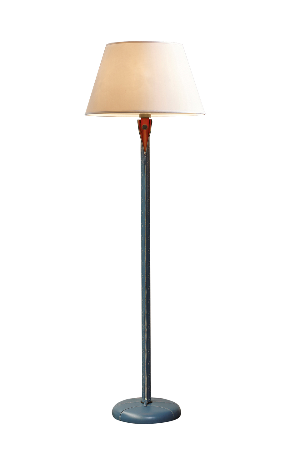 Zip is a floor LED lamp with a wooden structure that can be covered in leather with bronze details, a linen, cotton or silk with handmade edge lampshade and methacrylate diffusers, from Promemoria's catalogue | Promemoria