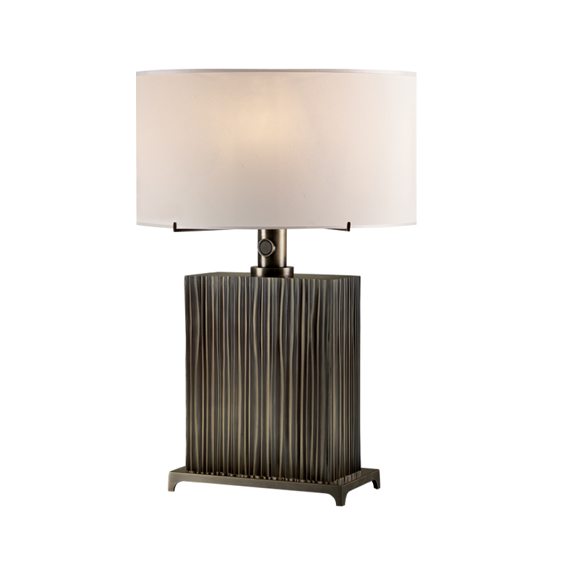 Eccleston is a table LED lamp with bronze structure and silk lampshade with handmade edge, from Promemoria's The London Collection | Promemoria