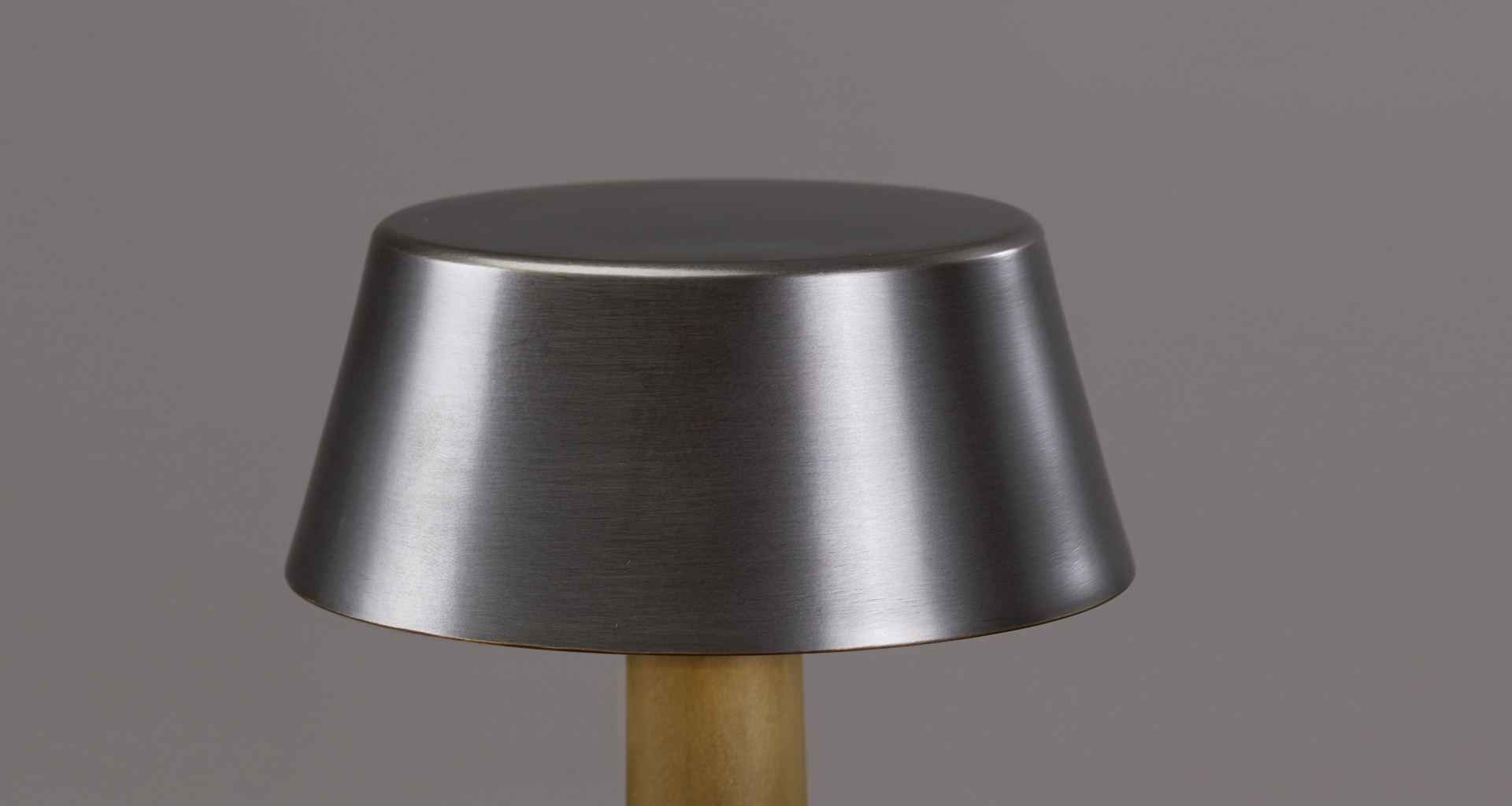 Detail of Fiammetta, a portable table LED lamp with bronze structure and touch switch, from Promemoria's catalogue | Promemoria