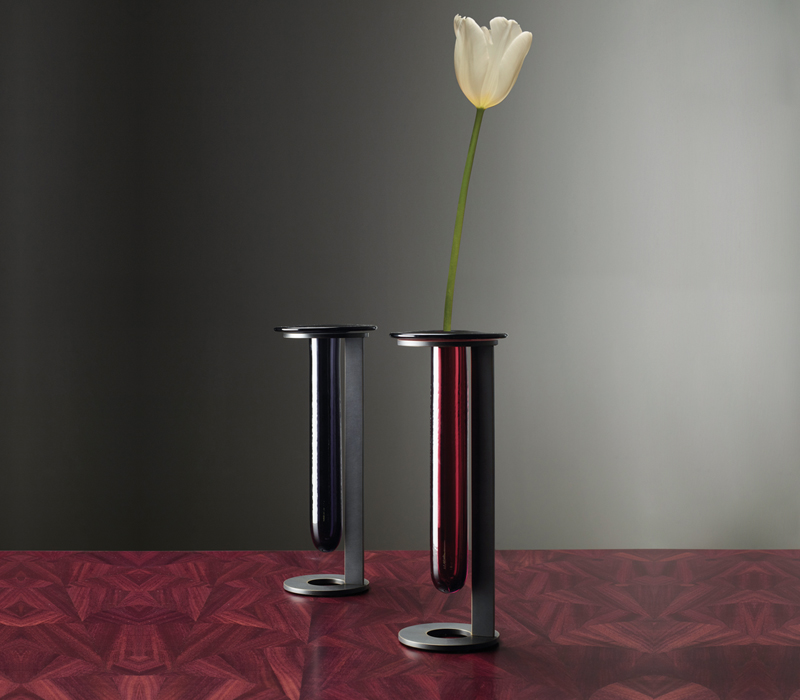 Vaso Canaletto is a Murano glass vase with bronze and Murano glass structure, available in different colors, from Promemoria's catalogue | Promemoria