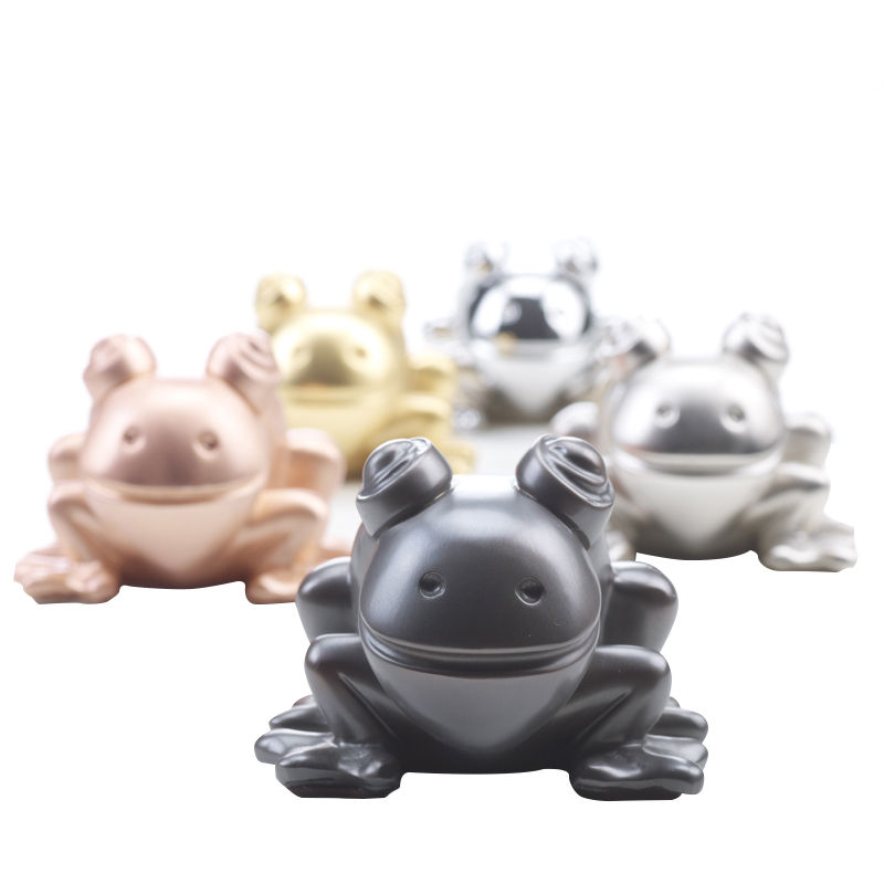 Rana in Metallo is a metal frog, Promemoria's mascot, available in several different types of metal, from Promemoria's catalogue | Promemoria