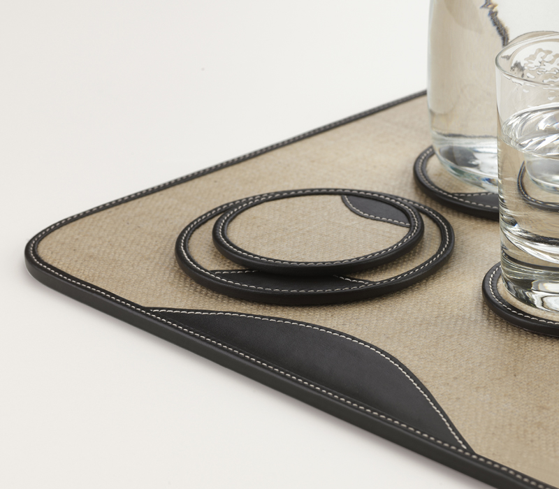 Detail of Saturno, a table set in rubberised jute and leather, that make it water-repellent and resistent, from Promemoria's catalogue | Promemoria