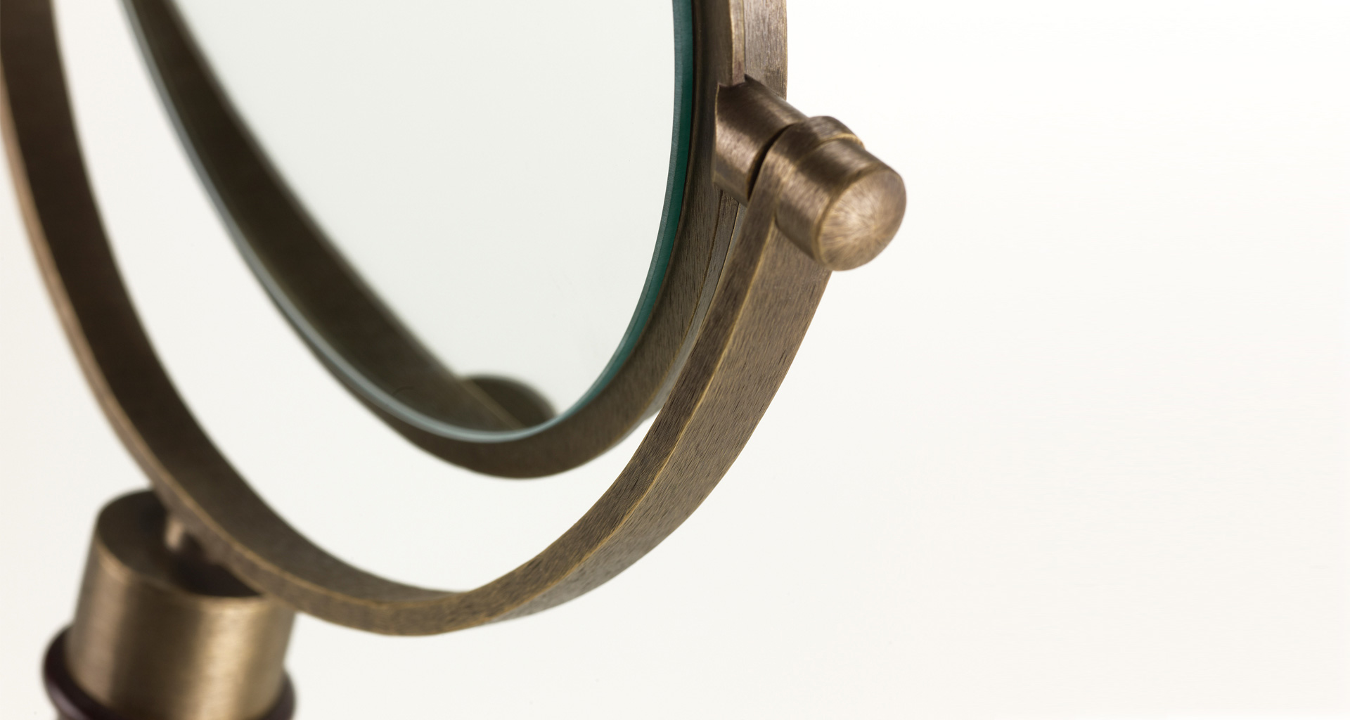 Detail of Geraldine, a wooden and bronze double tilting table mirror, from Promemoria's catalogue | Promemoria