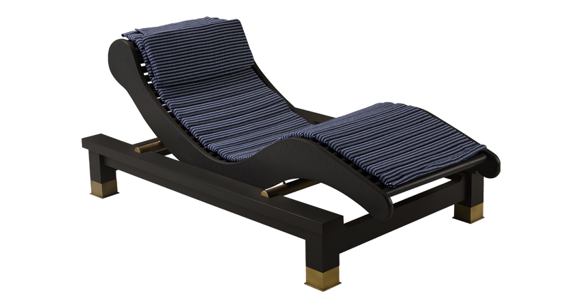 Belvedere is an outdoor wooden chaise longue-dormeuse with okumé and bronze details, from Promemoria's outrdoor catalogue | Promemoria