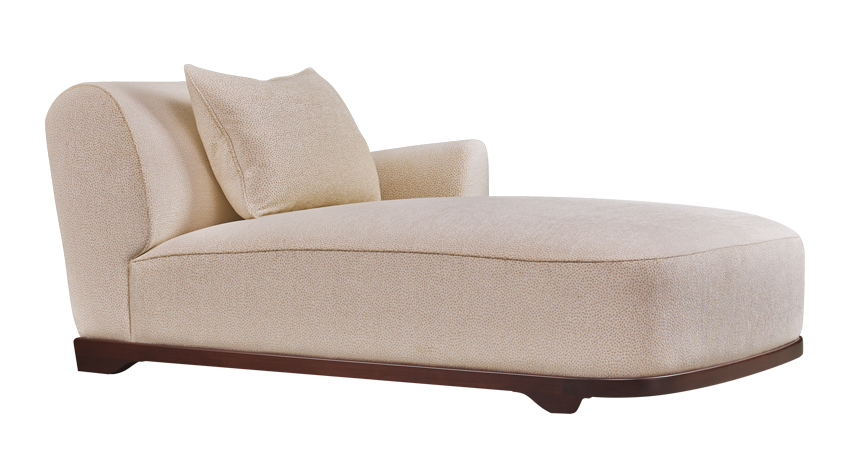 Dorian is a chaise longue that combines feathers and springs, from Promemoria's catalogue | Promemoria