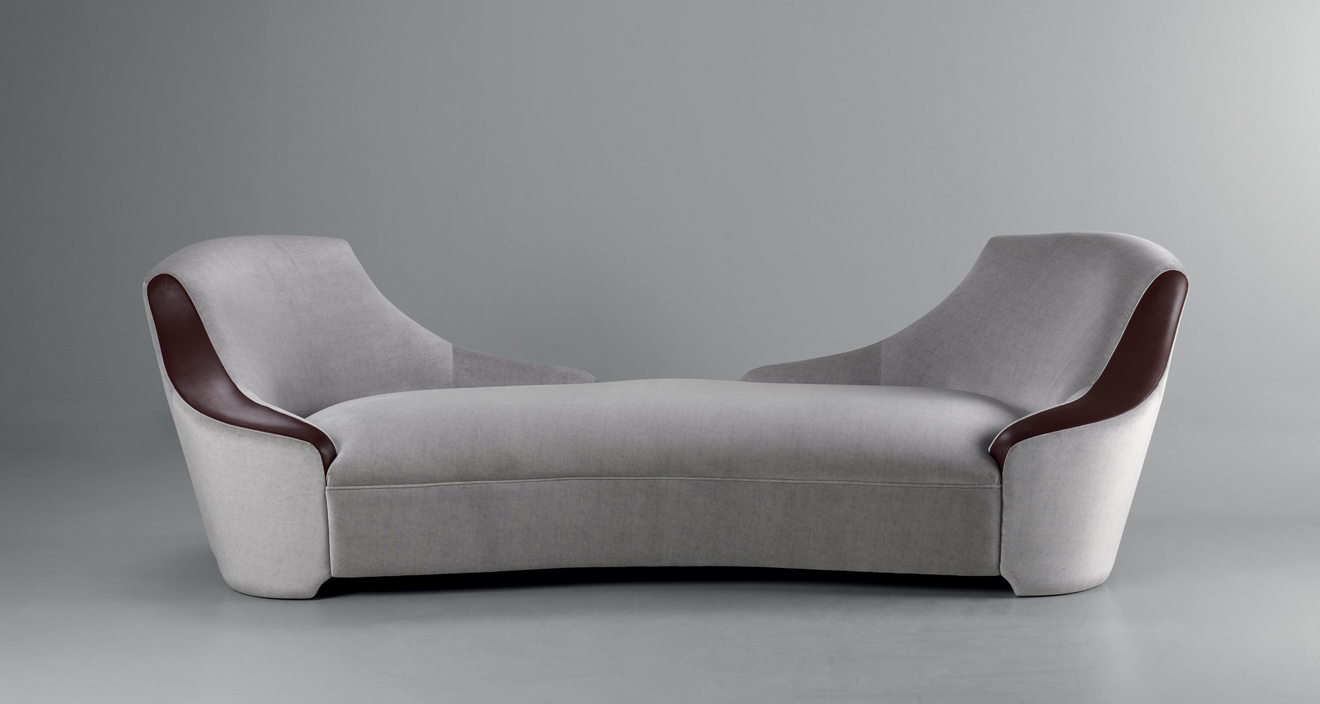 Gioconda is a chaise longue convered in fabric with leather details, from Promemoria's catalogue | Promemoria