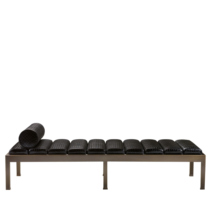 Gong is a bronze chaise longue with a leather mattress, from Promemoria's catalogue | Promemoria