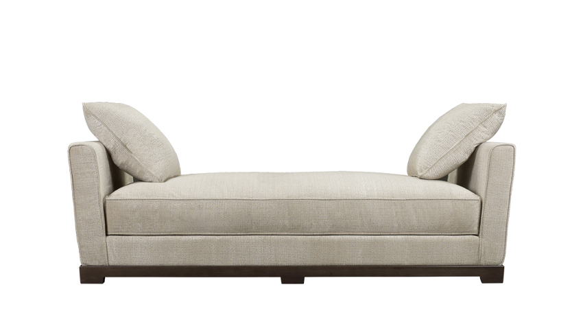 Wanda is a wooden chaise longue covered in fabric, from Promemoria's catalogue | Promemoria
