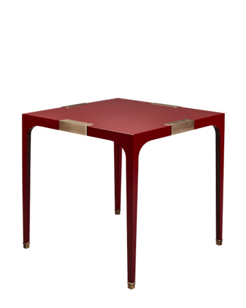 DC Table est une table de salle à manger en semi-lustré avec des finitions en bronze. Ce meuble fait partie de la collection « The London Collection » de Promemoria | Promemoria