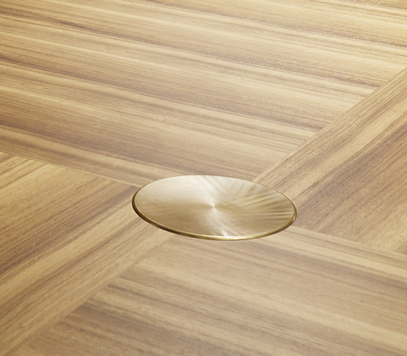 Marble top detail of Tornasole, a dining table available in different sizes and can be made of wood, marble or onyx with bronze decorations and details, from Promemoria's catalogue | Promemoria