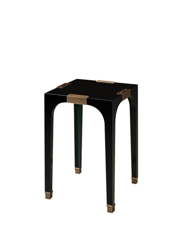 DC Table est une table volante en semi-lustré avec finitions en bronze. Ce meuble fait partie de la collection « The London Collection » de Promemoria | Promemoria