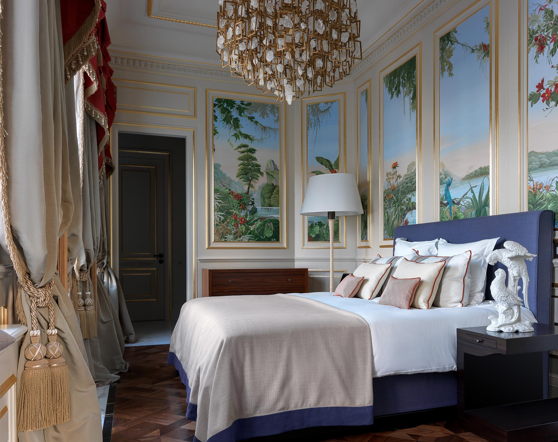Bedroom of La Datcha, a luxury resort in Forte dei Marmi, Italy, furnished with Promemoria | Promemoria
