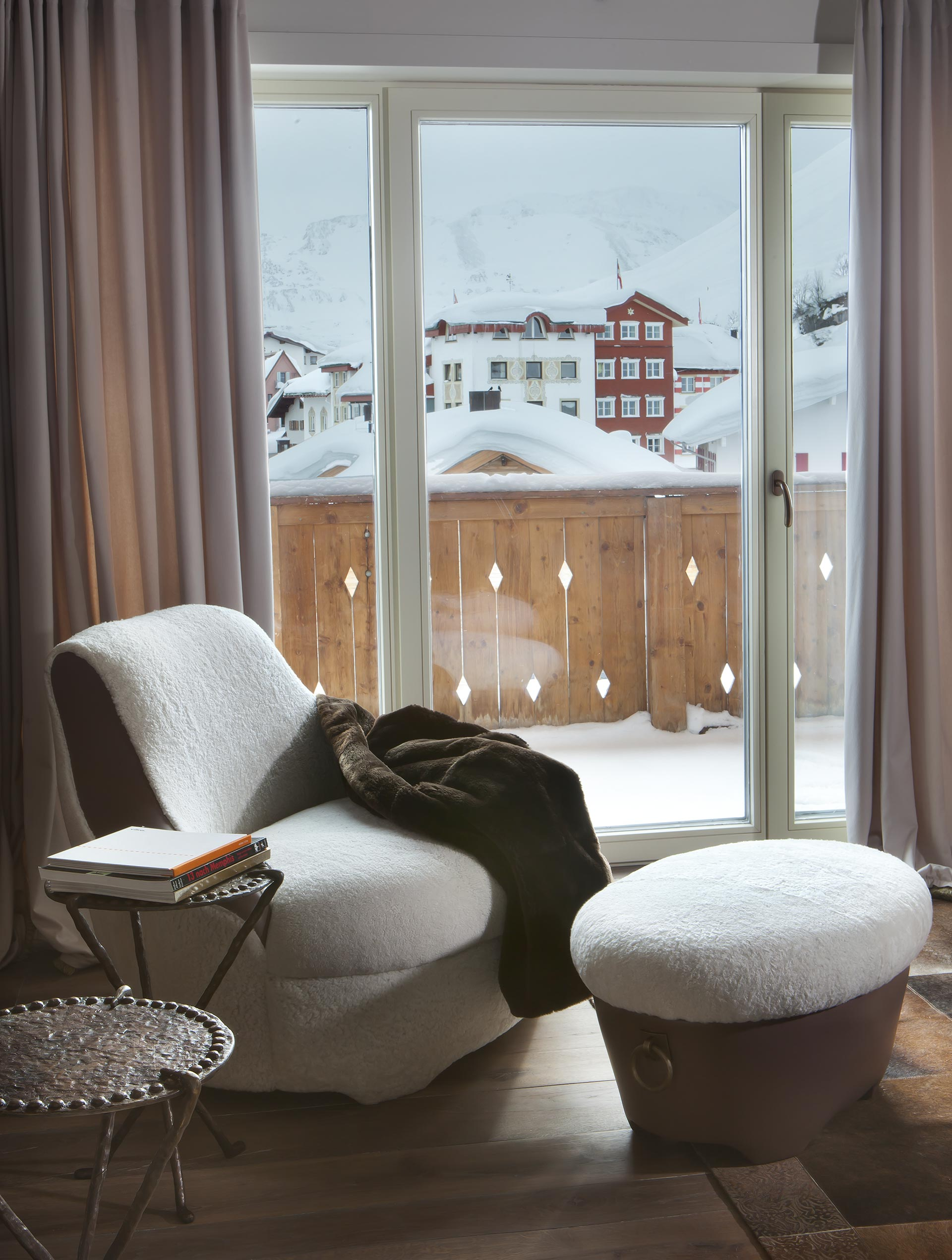 Living room in a private residence in Austria furnished with Promemoria | Promemoria