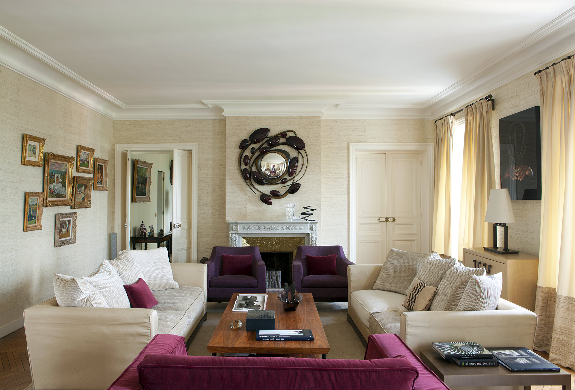 Living room in a private residence in Paris furnished with Promemoria | Promemoria
