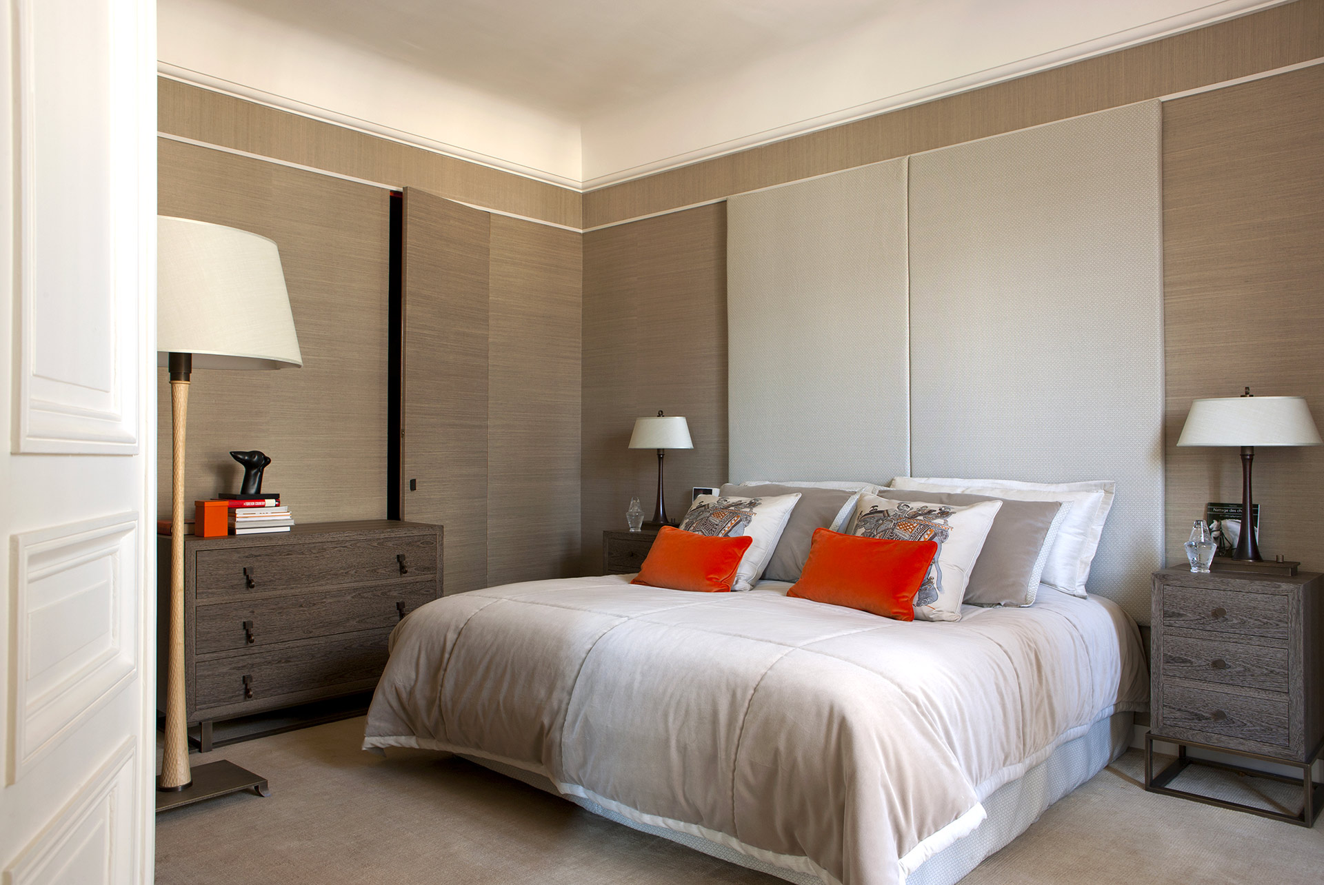 Bedroom in a private residence in Paris furnished with Promemoria | Promemoria