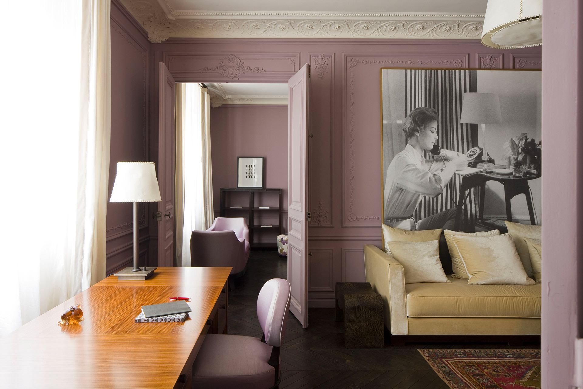 Office of a private residence in Paris furnished with Promemoria | Promemoria