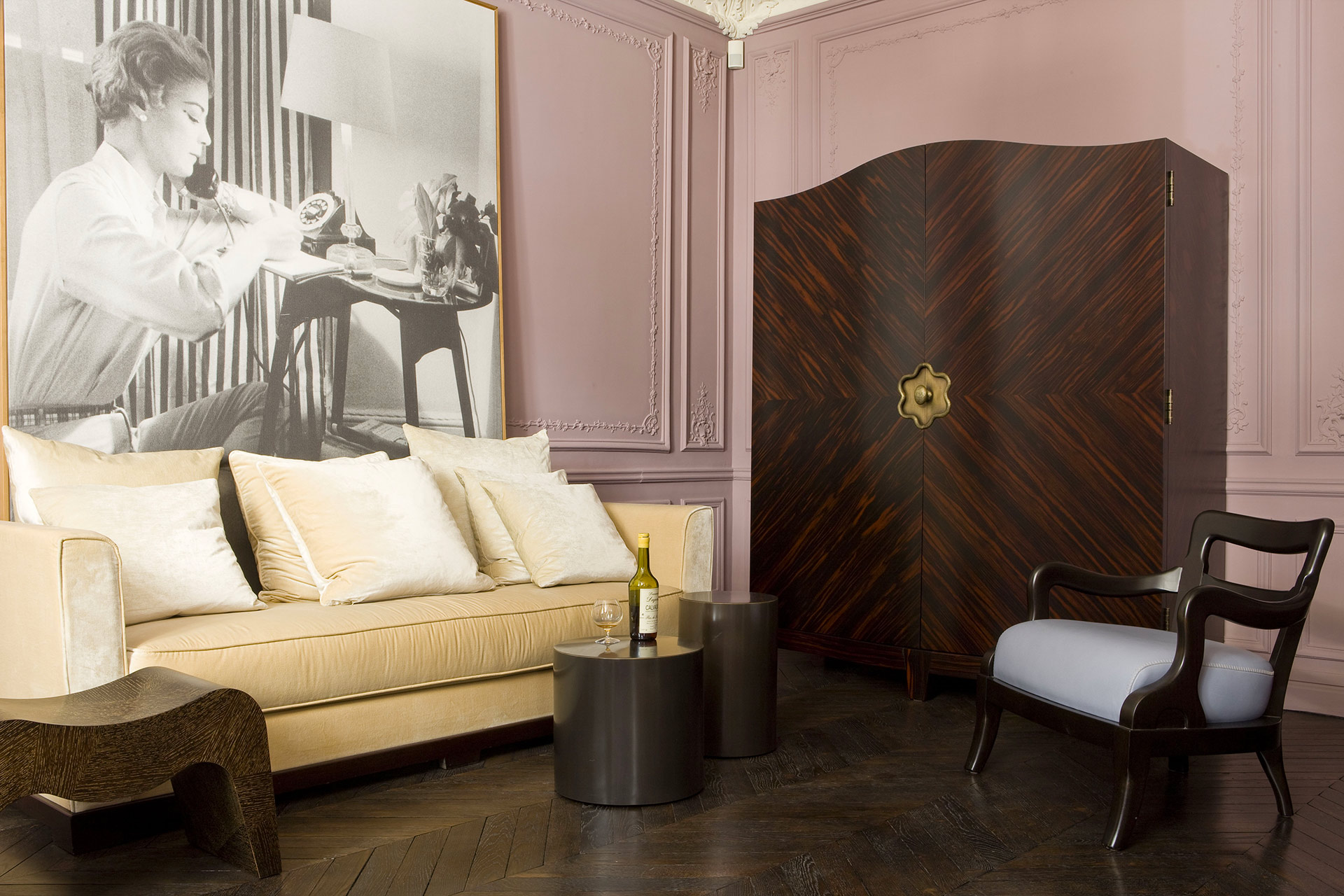 Living room of a private residence in Paris furnished with Promemoria | Promemoria