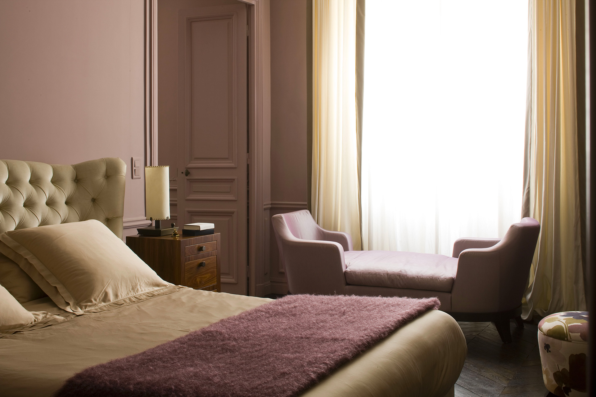 Bedroom of a private residence in Paris furnished with Promemoria | Promemoria