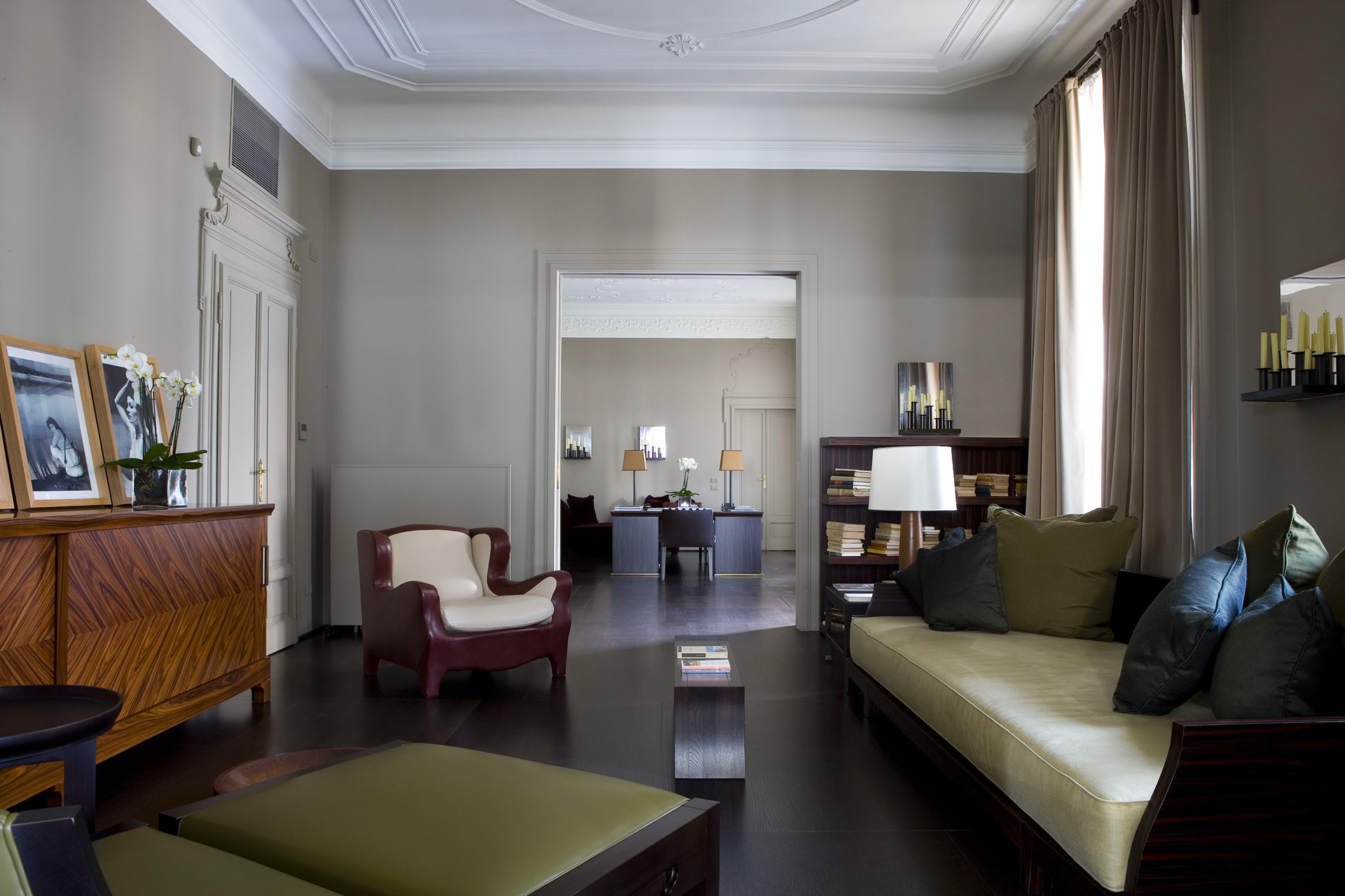 Living room of a private residence in Milan furnished with Promemoria | Promemoria