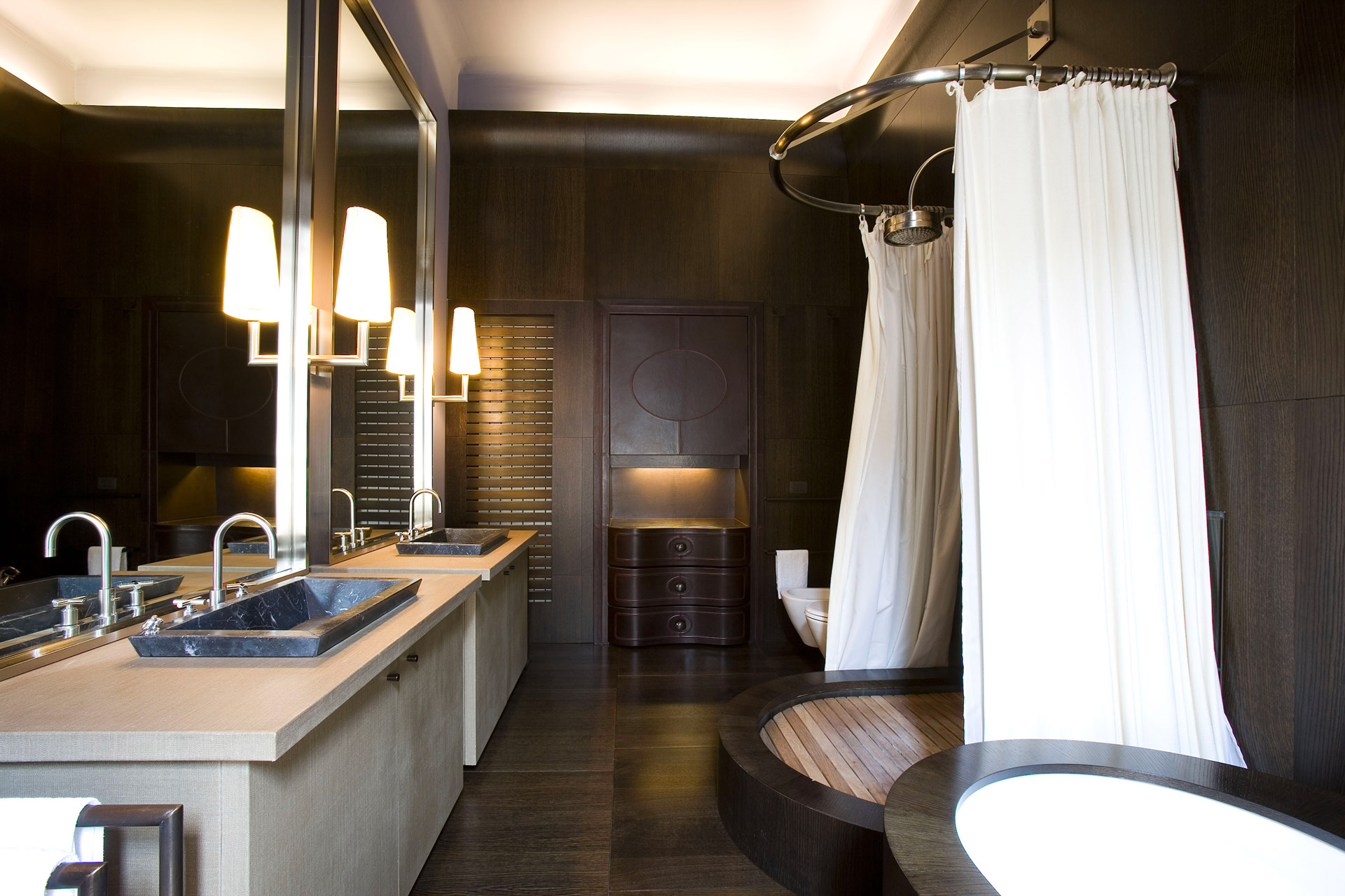 Bathroom of a private residence in Milan furnished with Promemoria | Promemoria