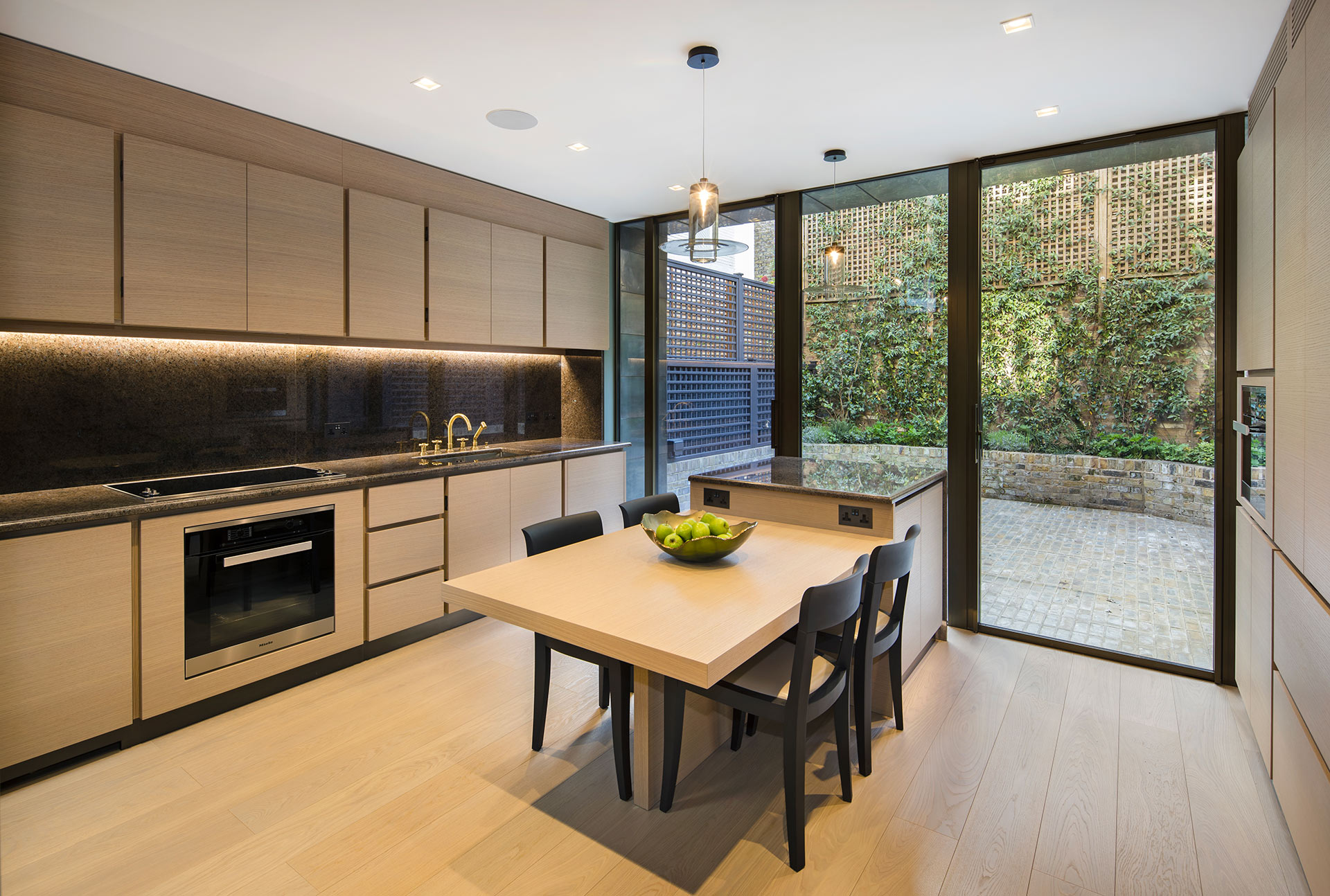 Kitchen in a private residence in London furnished with Promemoria | Promemoria