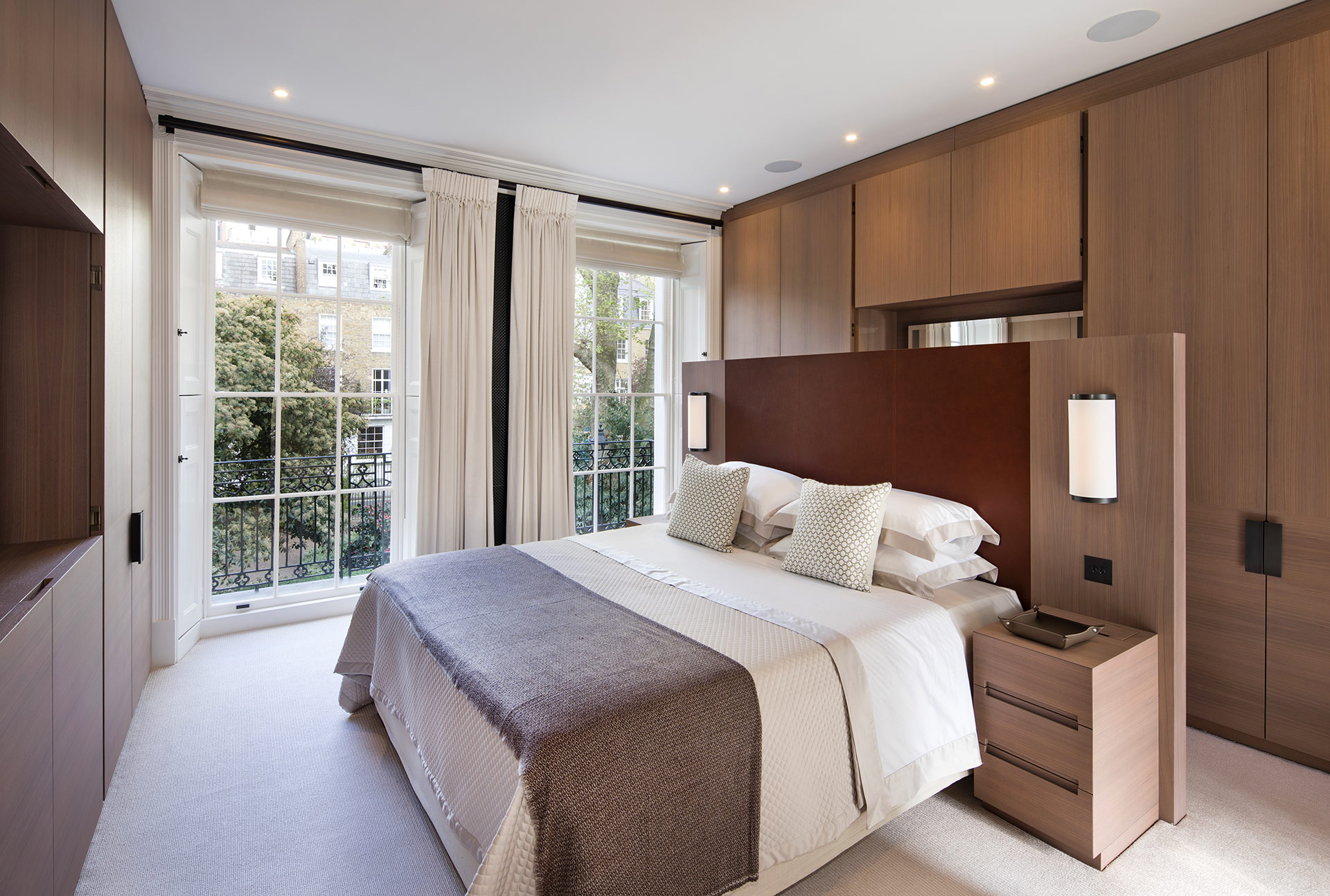 Bedroom in a private residence in London furnished with Promemoria | Promemoria