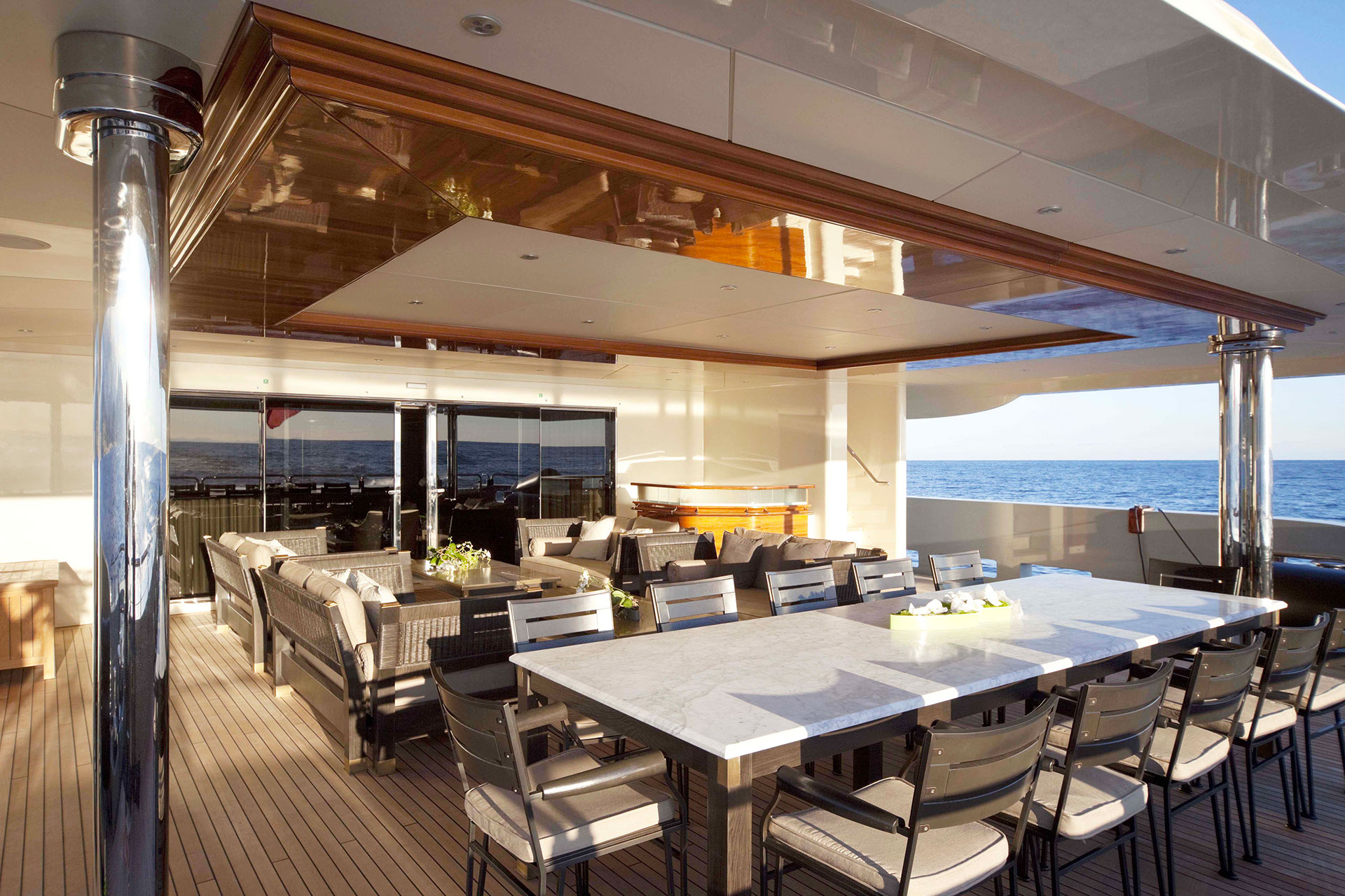 Dining table on the deck of the AZTECA Yacht furnished with Promemoria | Promemoria