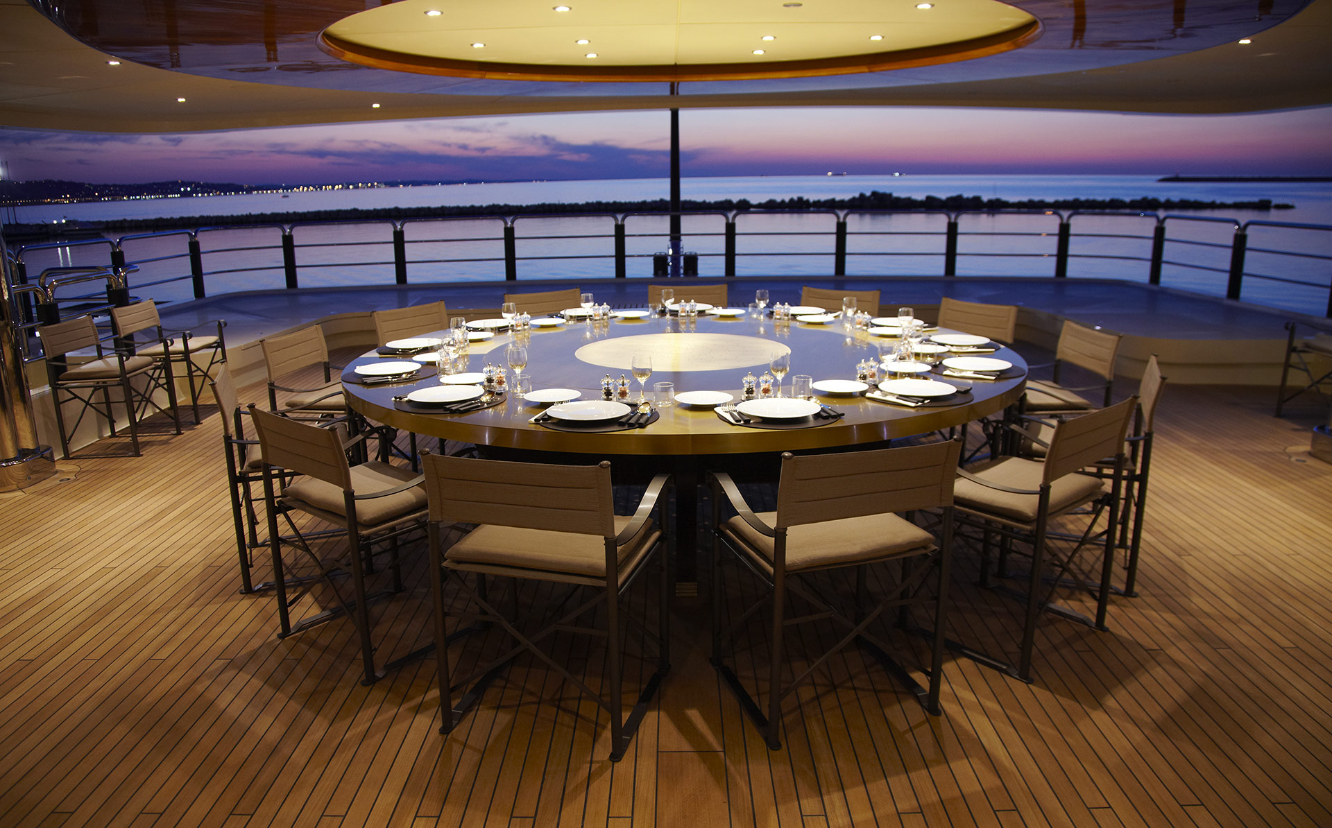 Dining room on the deck of the AZTECA Yacht furnished with Promemoria | Promemoria