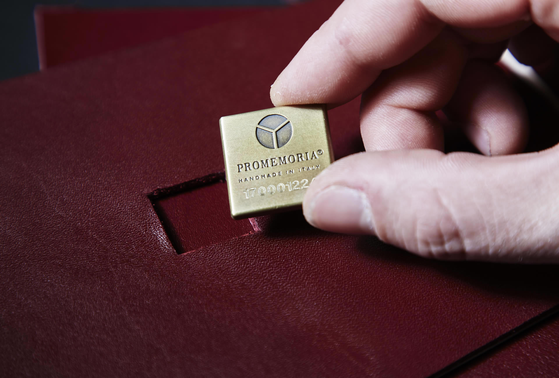 Promemoria has a quality and authenticity control process: every Promemoria product has a serial number and a Certificate of Authenticity | Promemoria